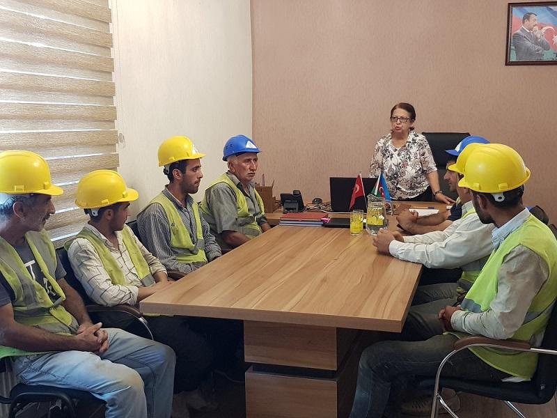"""Knowledge Foundation educates construction workers: """"First aid during sunstroke"""""""