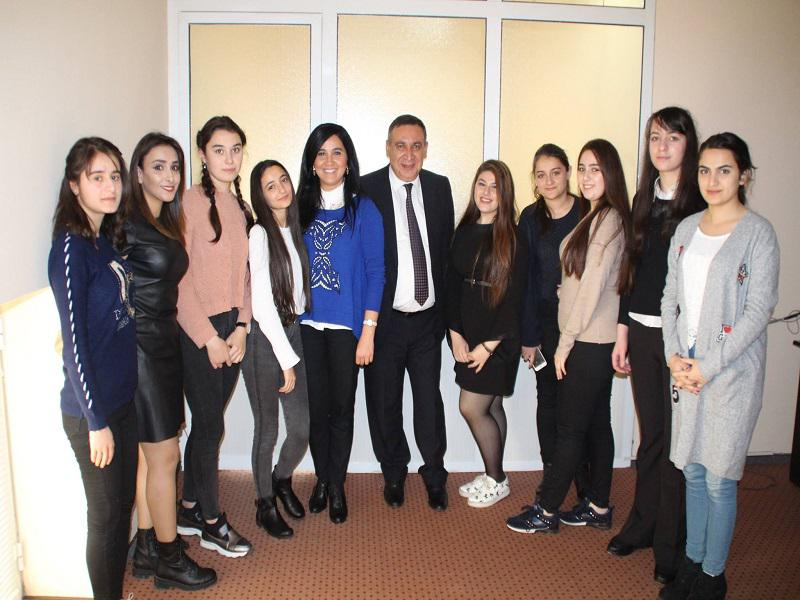 """Members of the Club """"Young Journalists"""" – in the editorial office of the newspaper """"525- ci qəzet"""""""