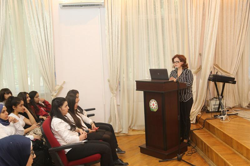 The Knowledge Foundation organized a lecture for college students